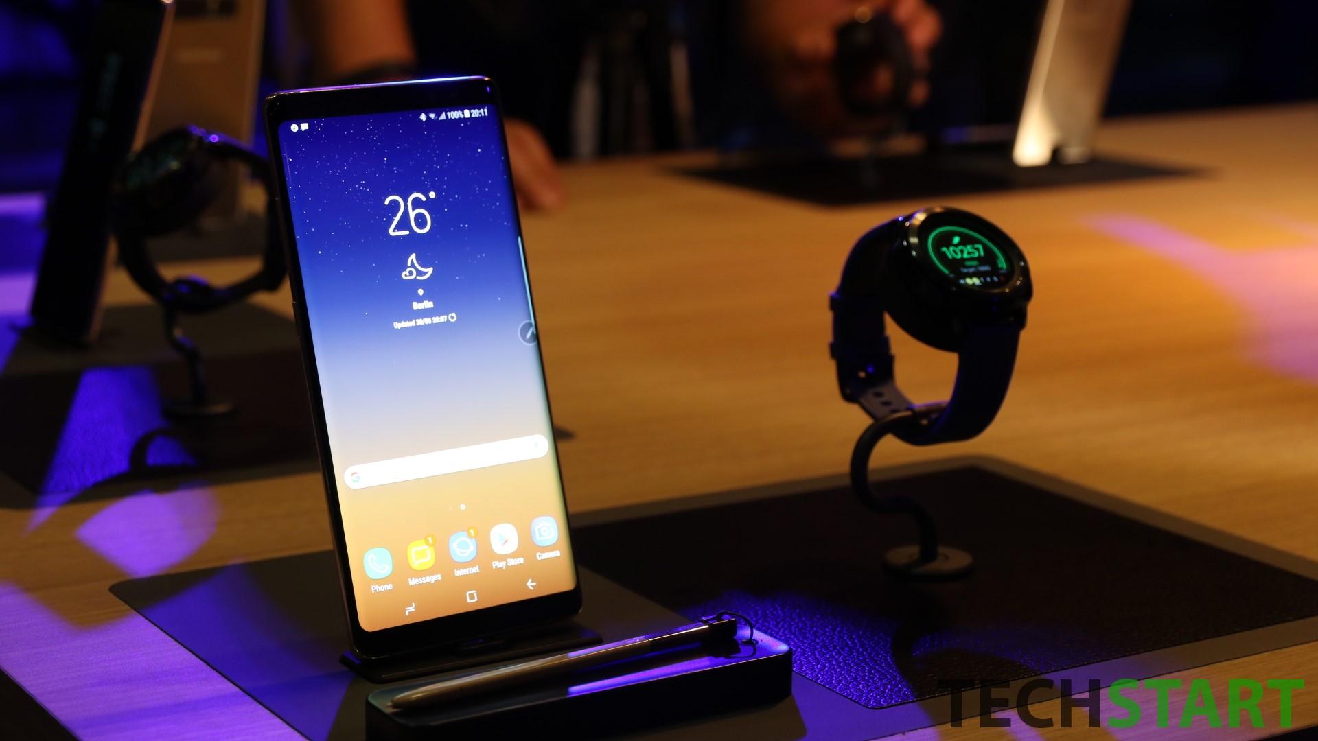 Samsung Galaxy Note 8 con Samsung Gear Sport