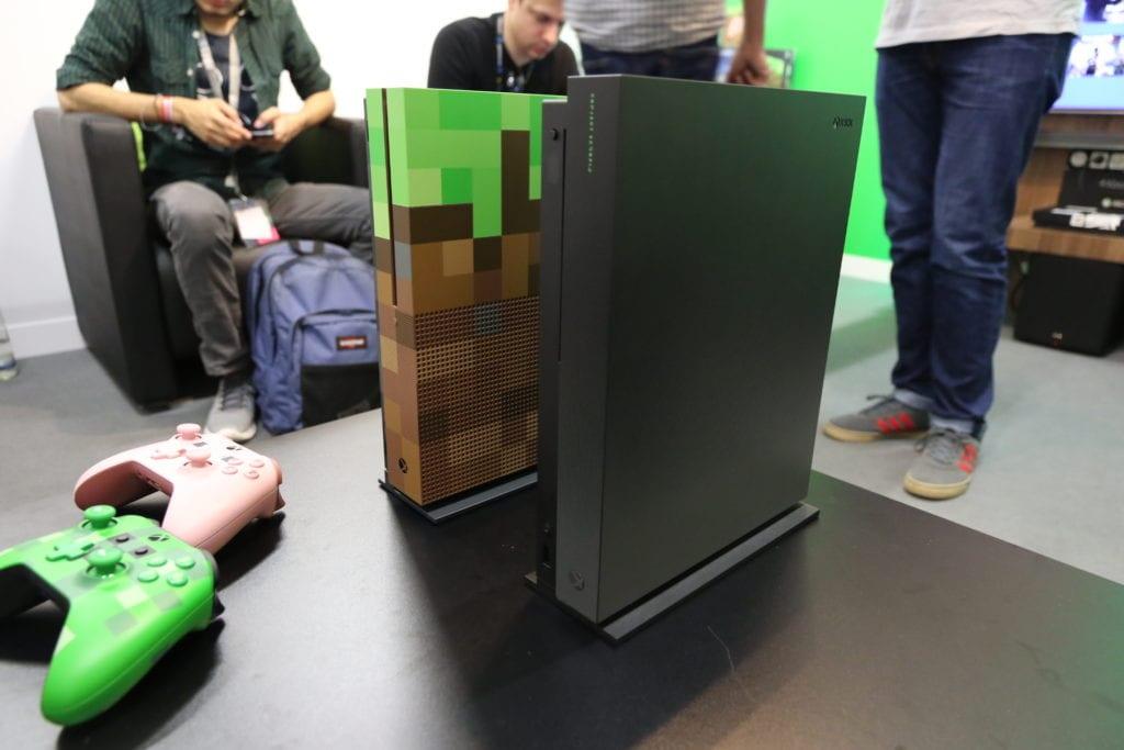 Ecco le foto dal vivo della Xbox One X Project Scorpio Edition