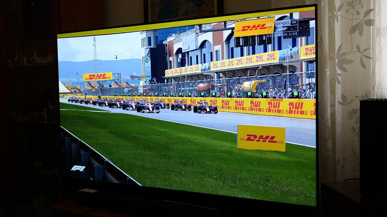 Panasonic HZ1500 TV OLED 4K HDR Gara Sky Q Formula 1